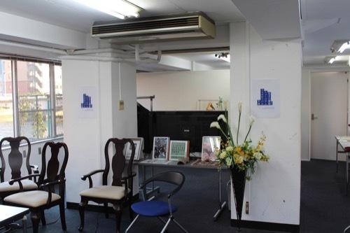 0197:リバーサイドビル 中央に設けられた柱