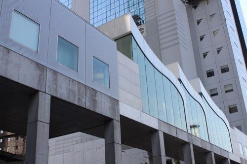 0200:梅田スカイビル 北側の連絡廊下