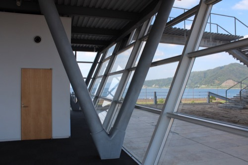 0207:新日本海敦賀ターミナル ガラスファサードの傾斜部分