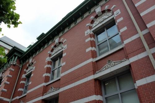 0218:みずほ銀行京都中央 窓のデザイン