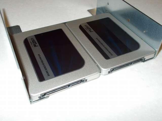 長尾製作所 SSD シェアハウス SS-NMT502 トレイを外してマウンタ本体に Crucial Micron SSD MX300 525GB 3D TLC NAND 3年保証 CT525MX300SSD1 2台 取り付け