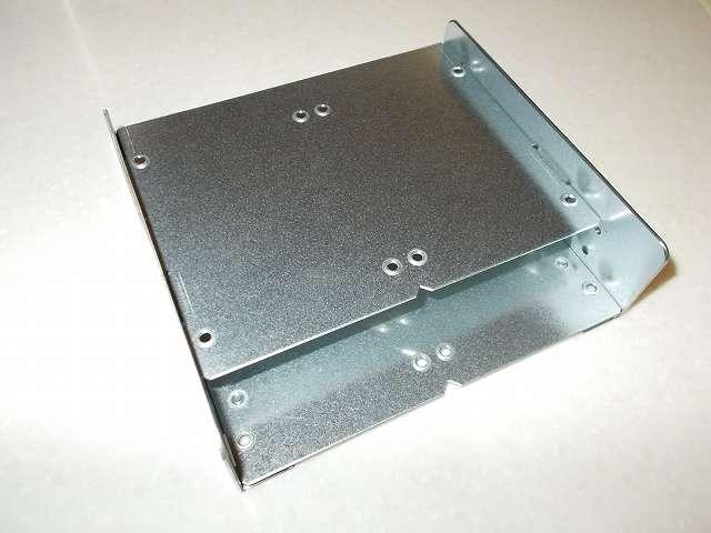 長尾製作所 SSD シェアハウス SS-NMT502 マウンタ本体、材質:亜鉛メッキ鋼板 1.6mm 厚(フレーム)、1.0mm 厚(トレイ)