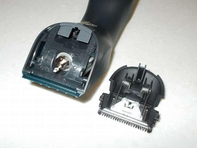 フィリップス 電動バリカン ヘアーカッター 交流式 HC3402/15 本体から刃を取り外したところ