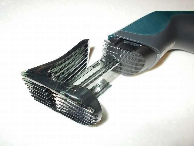 フィリップス 電動バリカン ヘアーカッター 交流式 HC3402/15 本体にコーム取り付け
