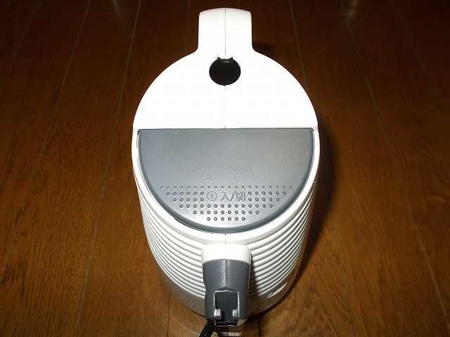 ツインバード TWINBIRD サイクロンスティック型クリーナー ホワイト TC-EA17W、掃除機本体 電源スイッチ 入/切