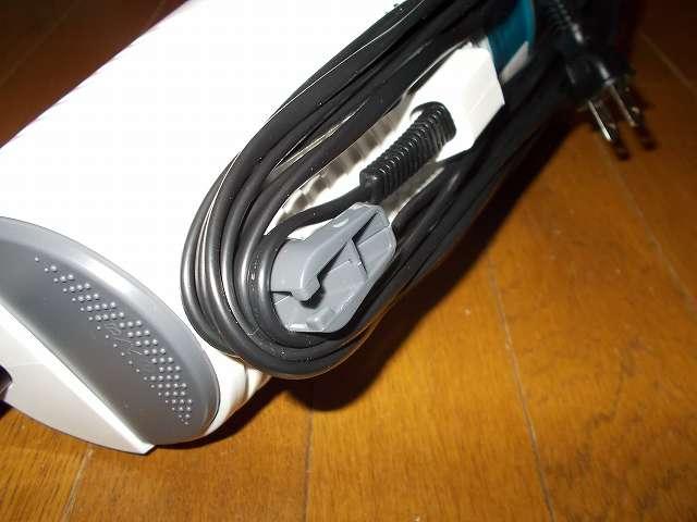 ツインバード TWINBIRD サイクロンスティック型クリーナー ホワイト TC-EA17W、回転コードフックを反対側に回すと収納した電源コードが簡単に取り出せ巣