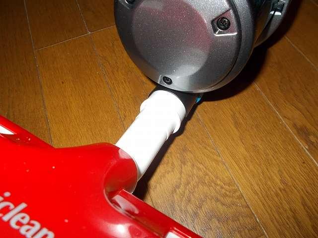 ツインバード TWINBIRD ハンディークリーナー ハンディージェットサイクロン EX HC-EB51GY 掃除機本体に継ぎ手パイプを使ってアイワ ふとん専用ダニクリーン ウェーブローラーを装着したところ