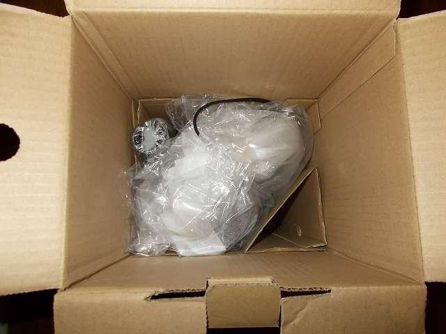 ツインバード TWINBIRD ハンディークリーナー ハンディージェットサイクロン EX HC-EB51GY 開封、梱包箱に収納されている掃除機本体・やわらか伸縮すき間ノズル