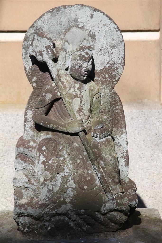 前庭の石像_1