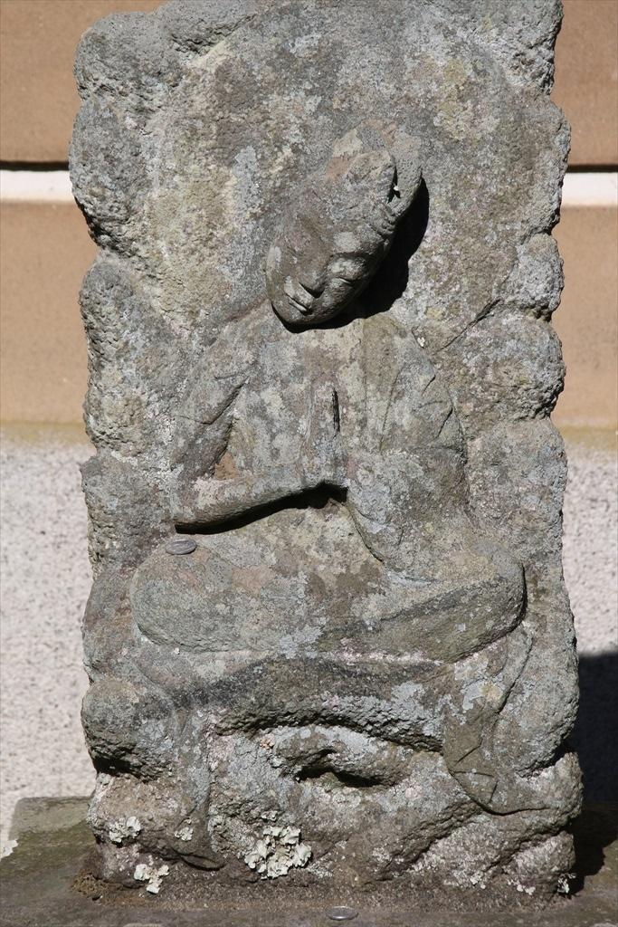 前庭の石像_2