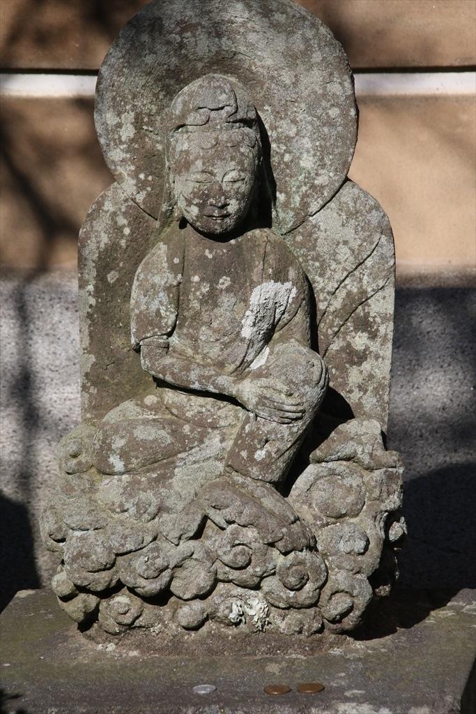 前庭の石像_3