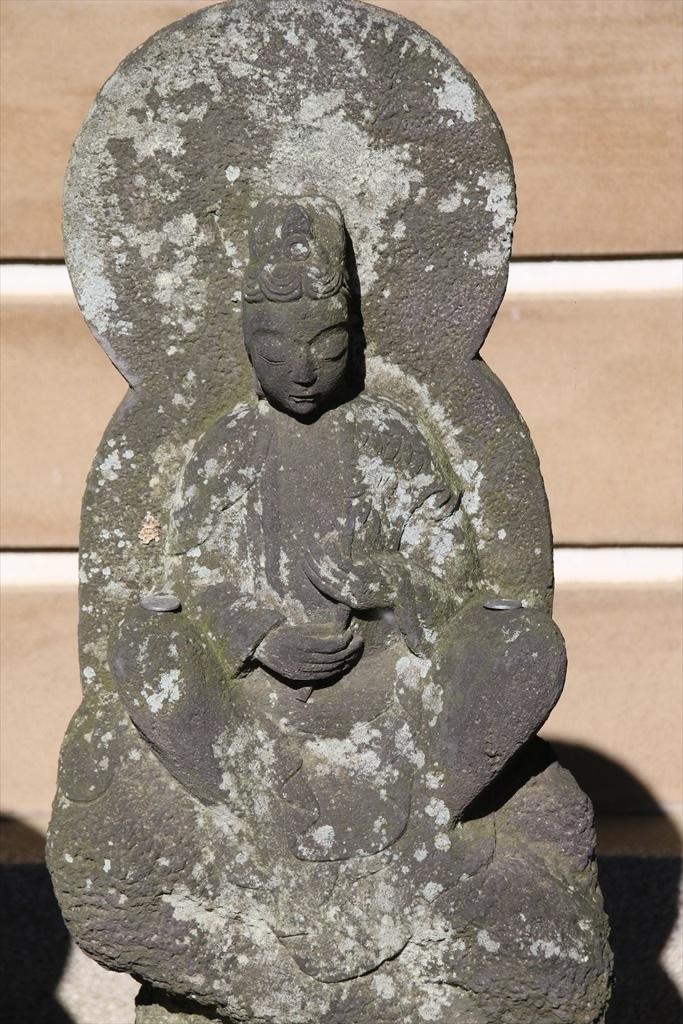 前庭の石像_4