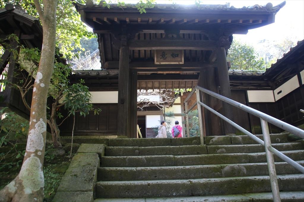 山門と玄関の様子_2