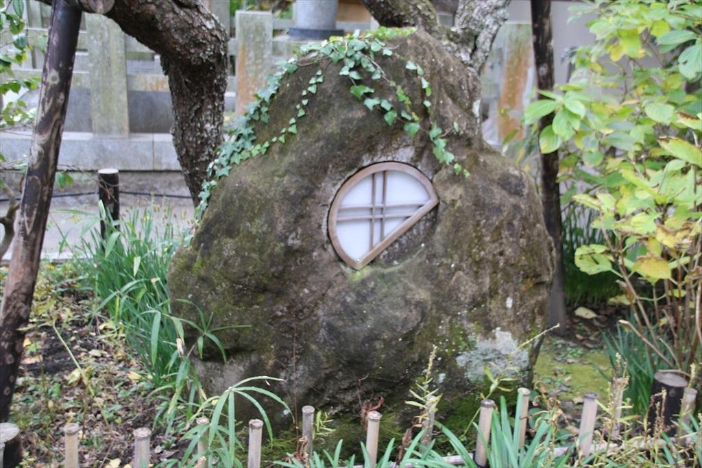 洒落た庭石_2