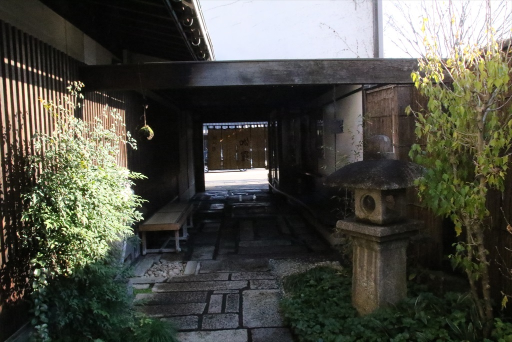 近江牛の店『伽羅』に入る_2