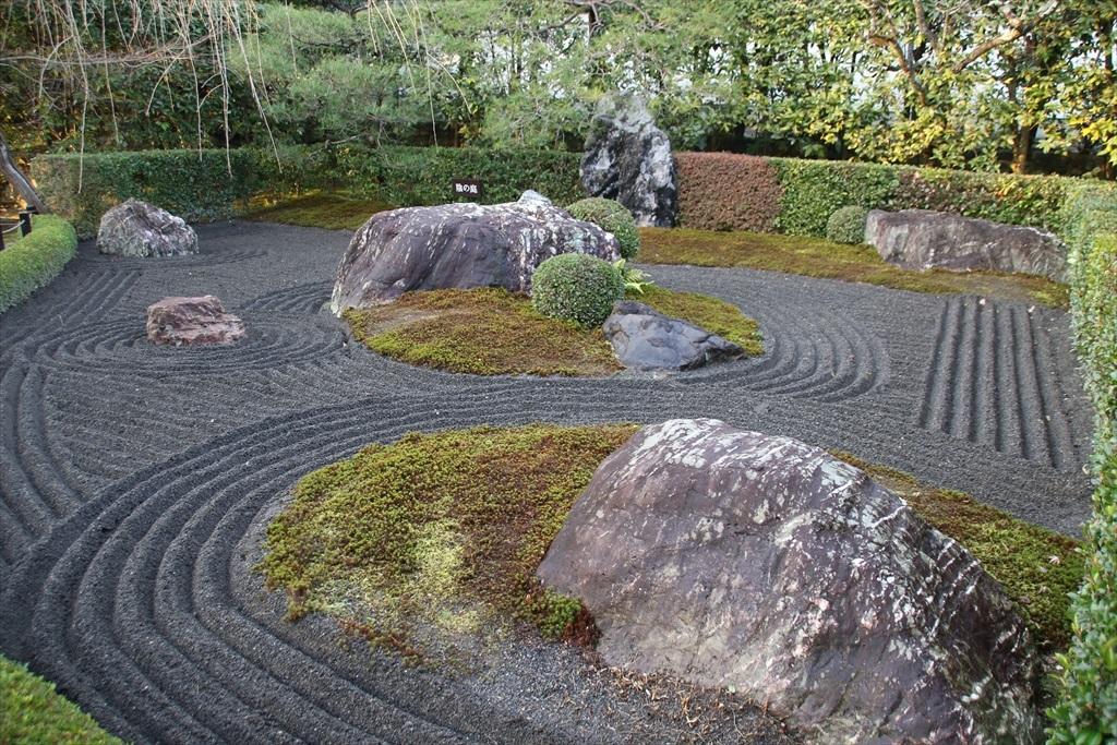 陰の庭_2