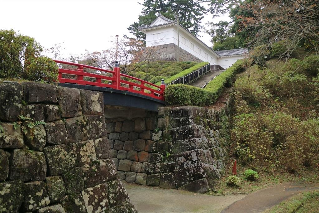 本丸東堀跡と常盤木橋_1