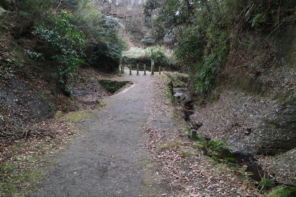 鎌倉市側の入口が見えてきた_3