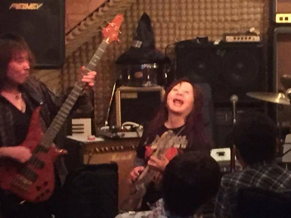 gaku-gushiken-air-guitar-berobero.jpg