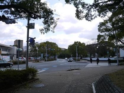 前方に東公園