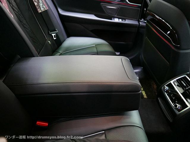 BMW7_19.jpg