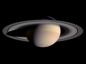800px-Saturn-cassini-March-27-2004.jpg