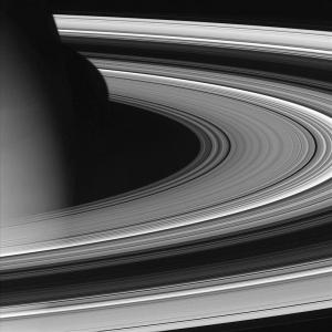 800px-Saturn_unlit_rings.jpg