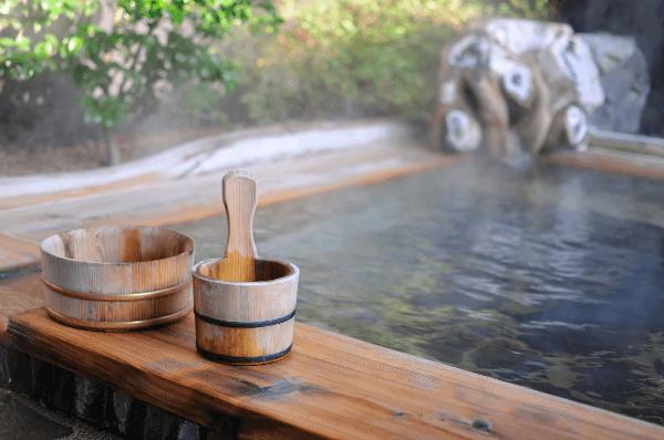 japanese-onsen-hot-spring-rotenburo-open-air-bath-600.png