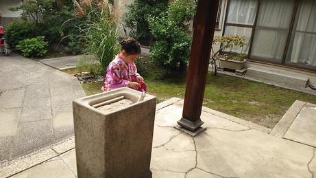 5小さな神社で (1)