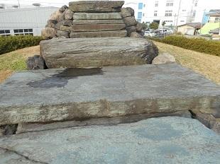 ⑥ 八幡山古墳石室 20161201 下から上を見る