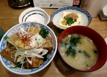 SFPダイニング 磯丸水産 豚角煮丼01 201611