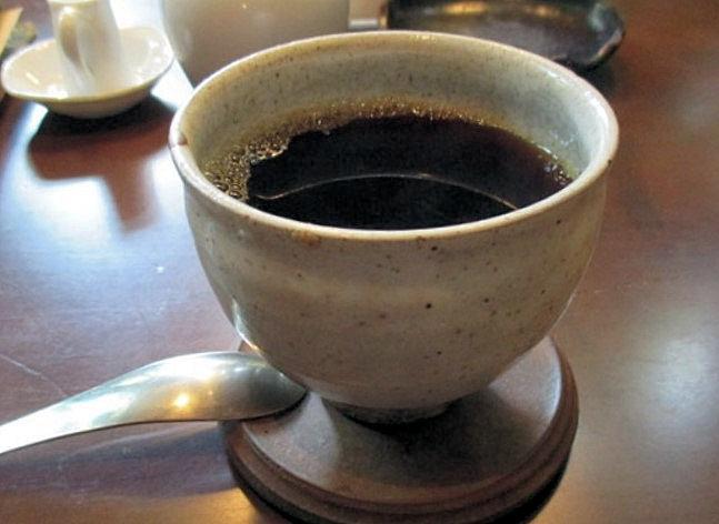 「モール」で使われている粉引のコーヒーカップ