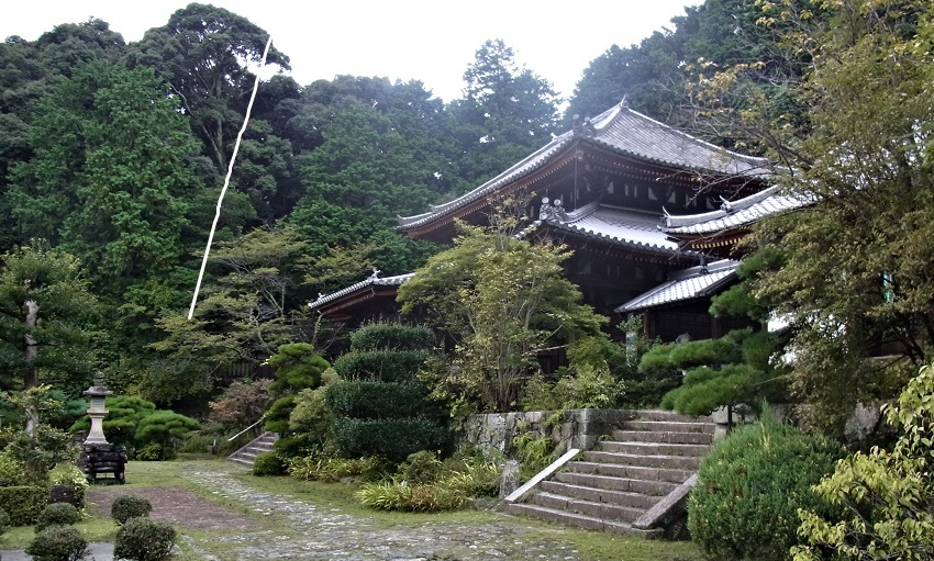弘仁寺の境内と本堂