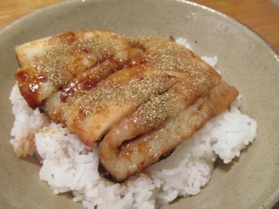 ヒラメの蒲焼丼1