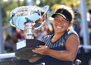 170128 テニス全豪オープン「車椅子の部」女子シングルスで優勝した上地結衣選手 m_f-sp-tp0-170128-0055_640x453