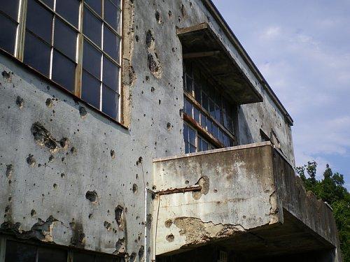 旧日立航空機㈱変電所・銃痕