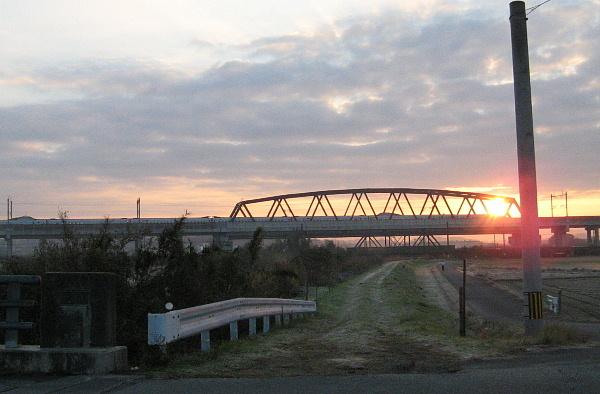 初日の出と九州新幹線