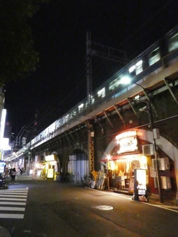JR新橋駅のガード下