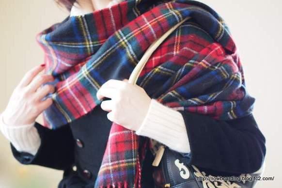 ロキャロン【Lochcarron of Scotland】 厚手ラムズウール100%タータン 大判ストール 着画 着用画像 コーディネート
