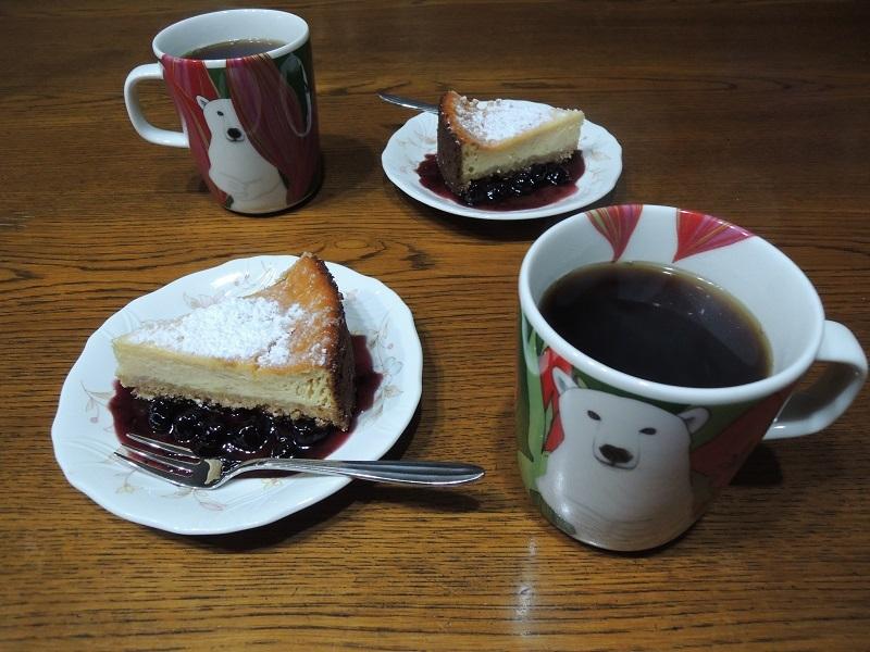 ベイクドチーズケーキとコーヒー