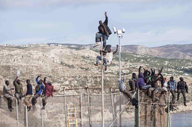 不法滞在、不法移民は、「法律に違反する行為で取り締まって当然」ですがなにか。。。