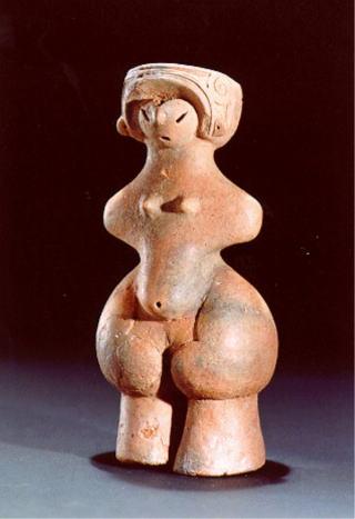 『縄文のビーナス』 縄文中期の代表的な土偶。長野県棚畑遺跡出土。