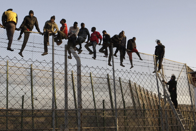 Illegals-jumping-a-border-fence.jpg