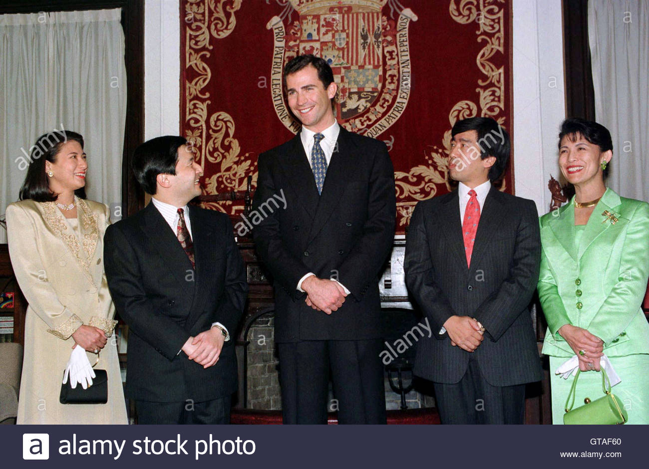 spains-crown-prince-felipe-c-chats-with-japanese-crown-prince-naruhito-GTAF60.jpg