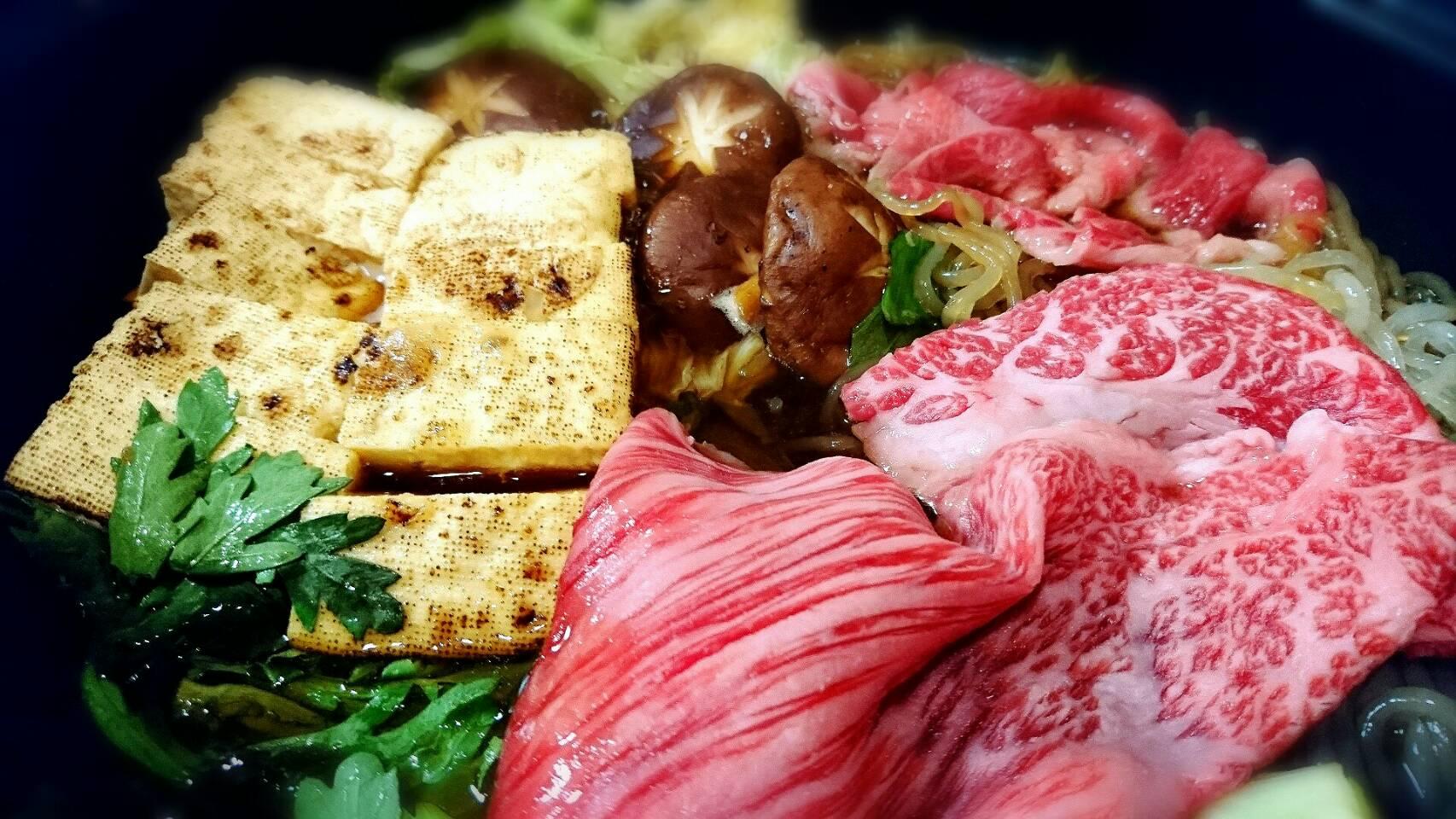 霜降り肉ですき焼き