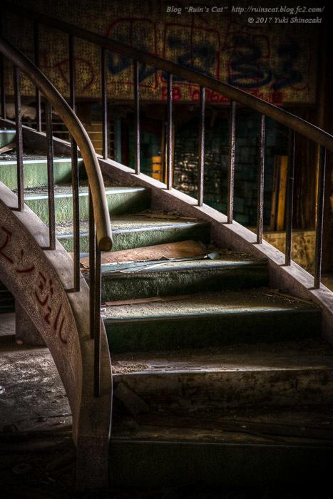 エントランスホールの螺旋階段