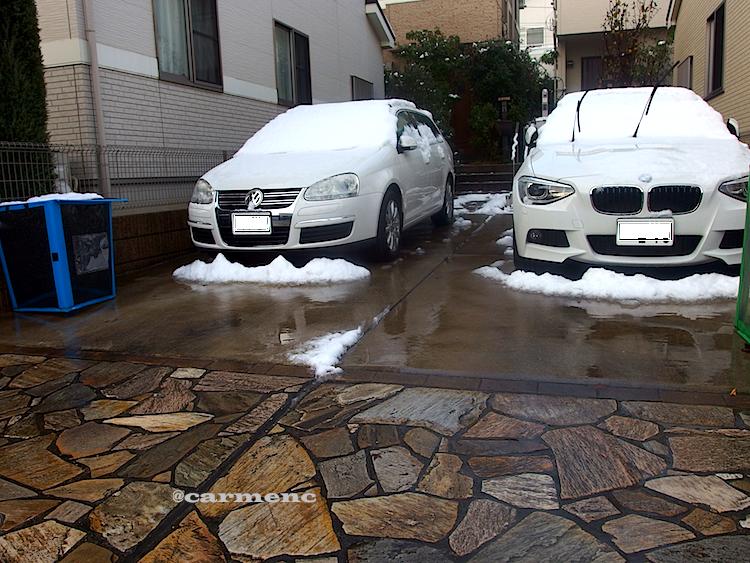 雪の日の車2台