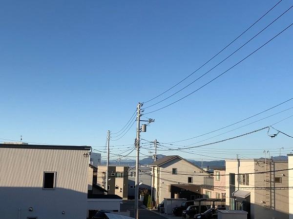 雲ひとつ無い秋空