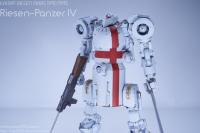 1-35_Riesen-Panzer_IV_00_LeftBustup.png