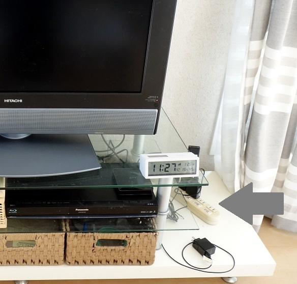 リビング・テレビ台コード整理③